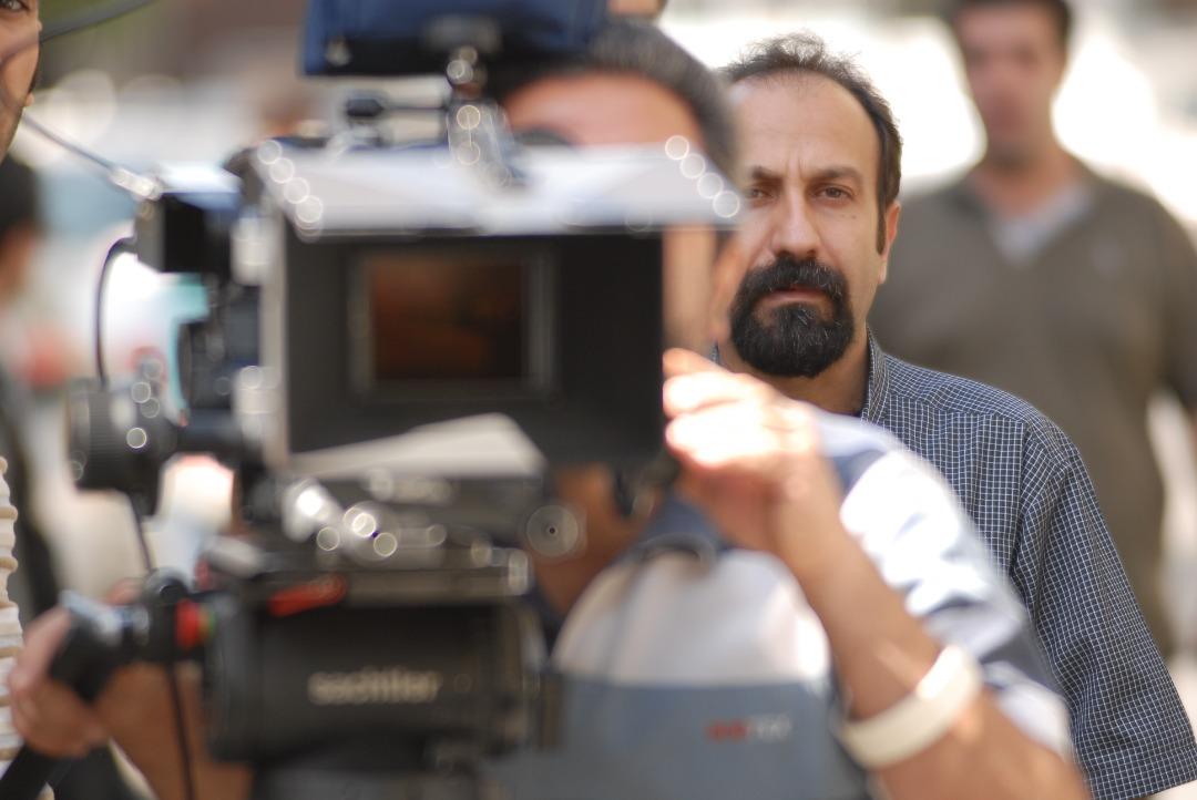 صحنههایی از یک جدایی از شیوه کارگردانی فرهادی تبعیت میکند